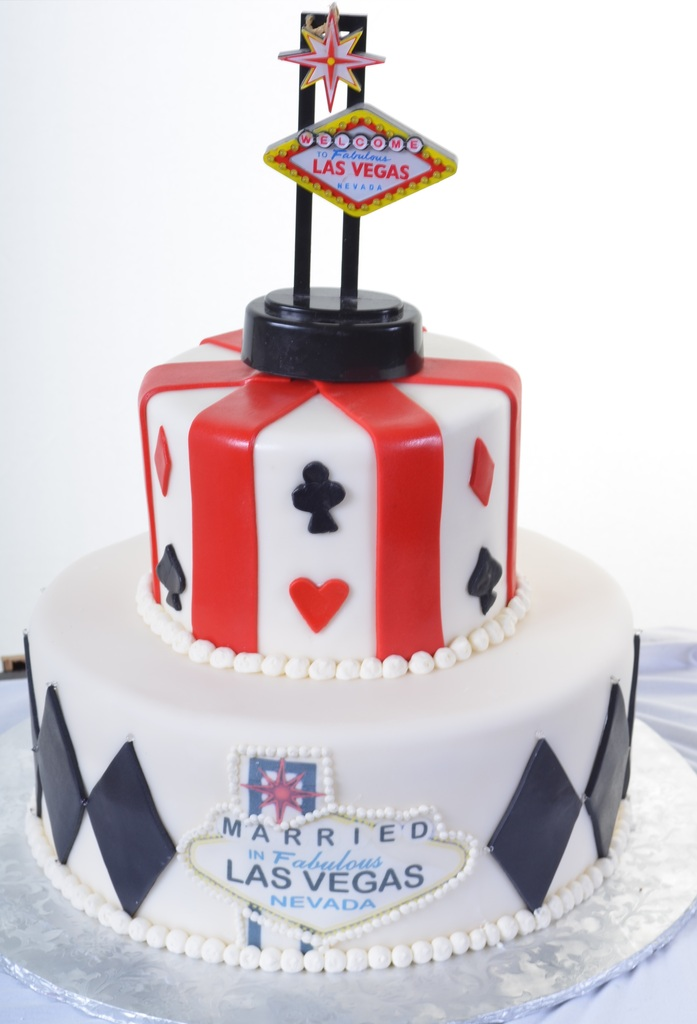Just Like Couples Have Been Doing For Decades This Darling Two Tiered Cake Ushers You Into Town With The Iconic Welcome To Fabulous Las Vegas Sign