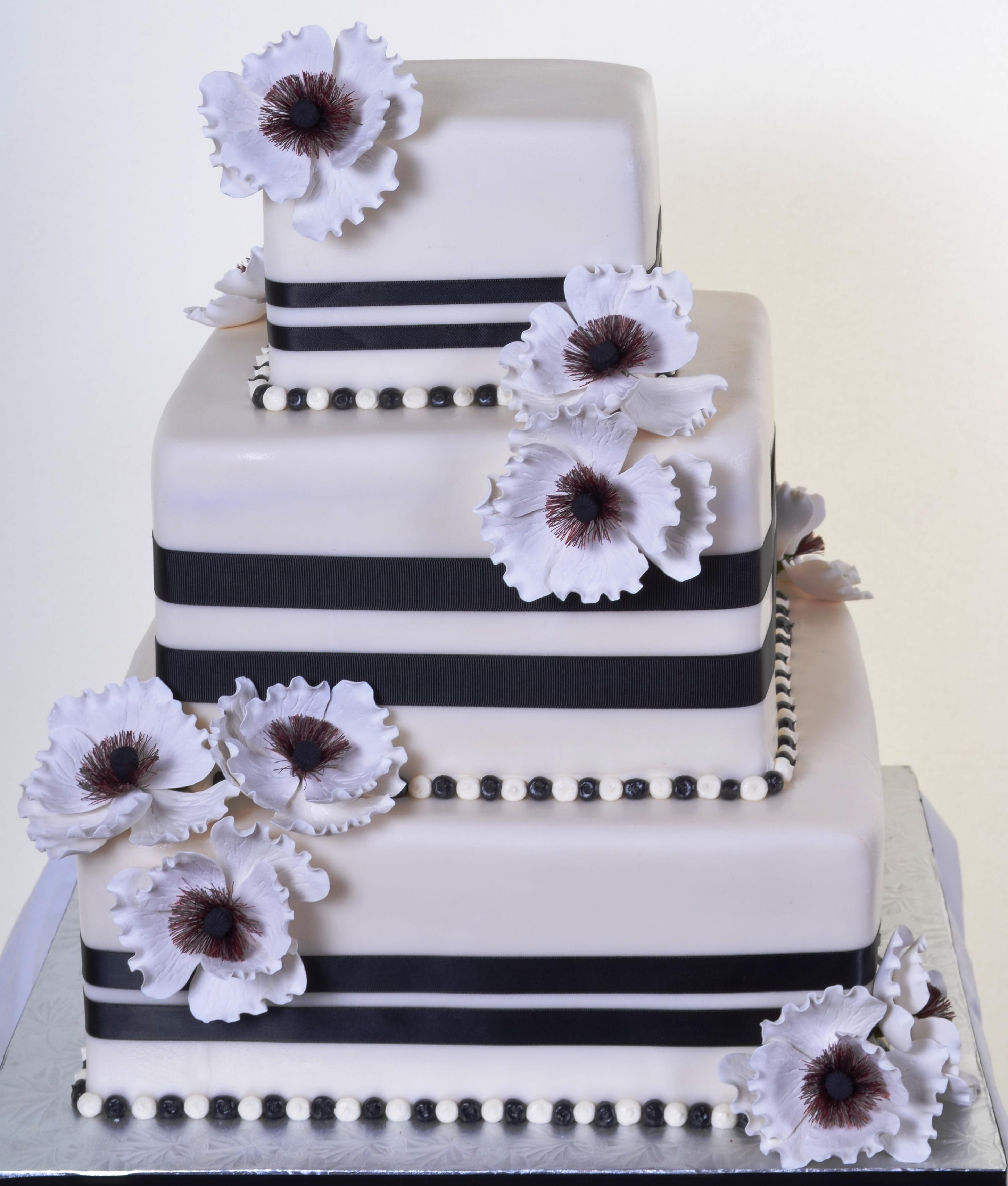 V squared wedding cakes