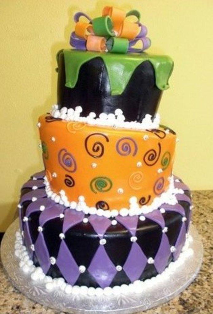 Pastry Palace Las Vegas - Wedding Cake 130 - Tilted Modern