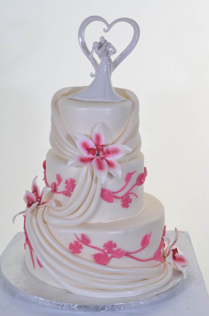 Pastry Palace Las Vegas Wedding Cake 556 - Drapes & Day Lilies