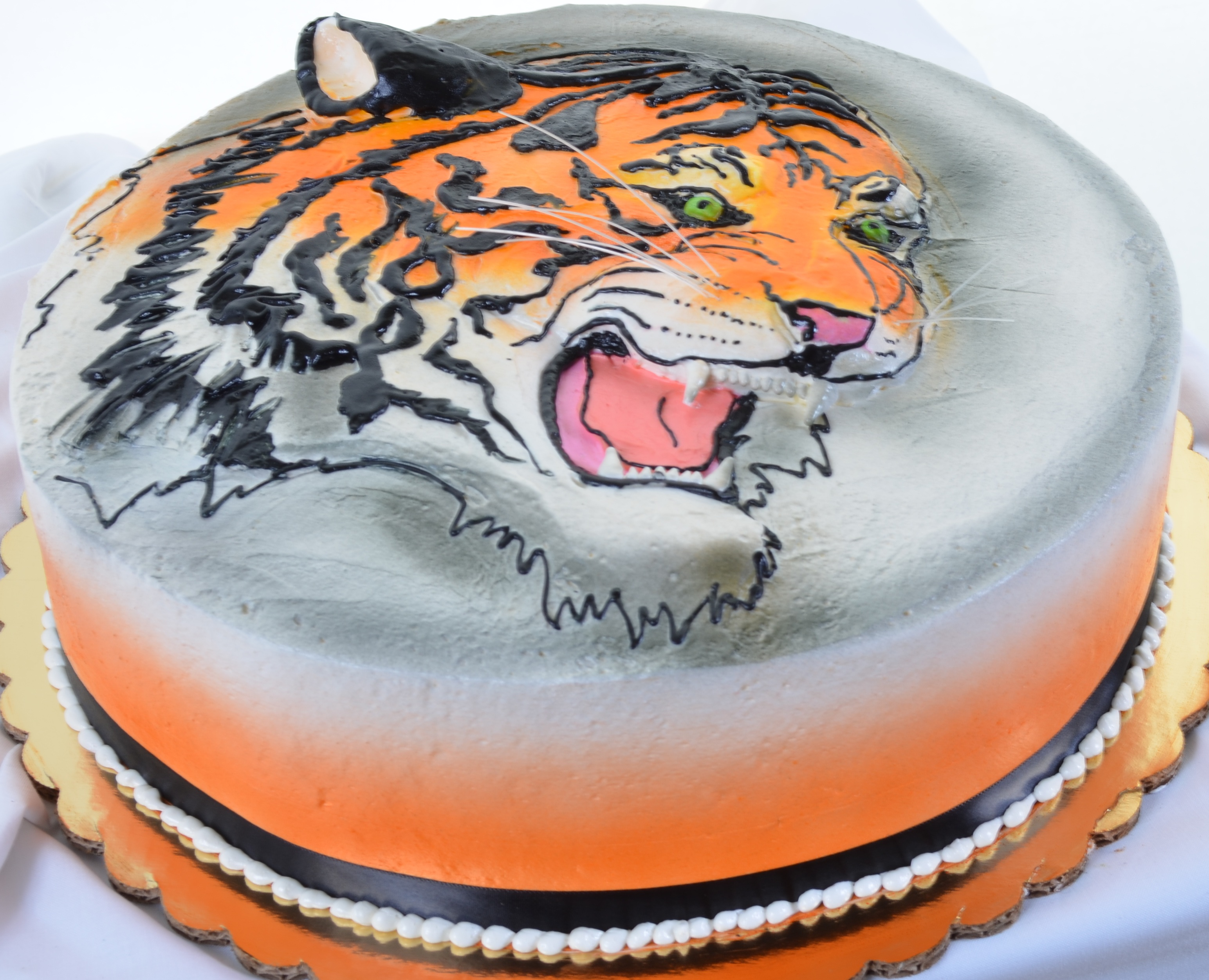 Brilliant 696 Tiger Wedding Cakes Fresh Bakery Pastry Palace Las Vegas Personalised Birthday Cards Paralily Jamesorg