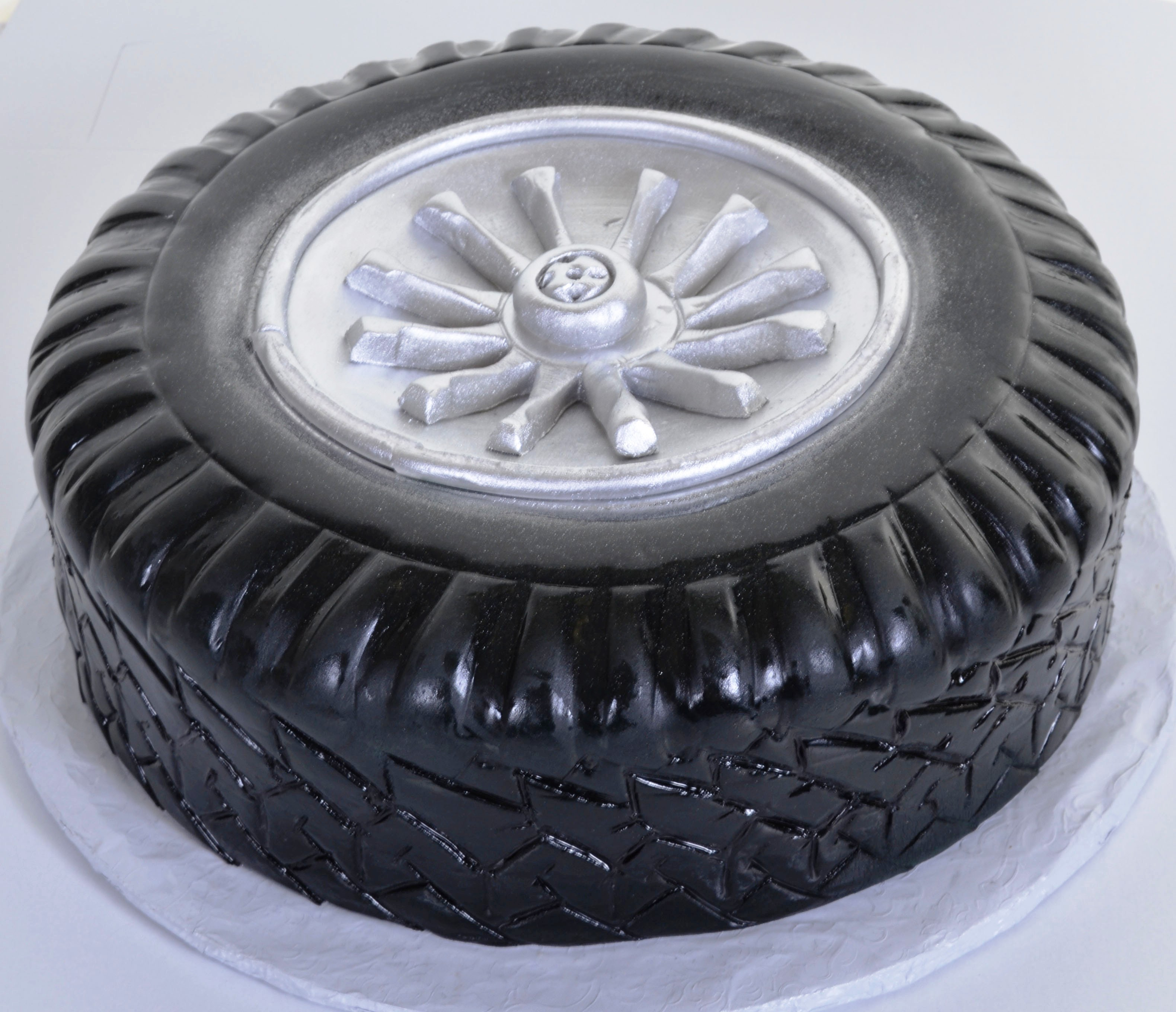 tire wedding cake 747 got wheels wedding cakes fresh bakery pastry 21031