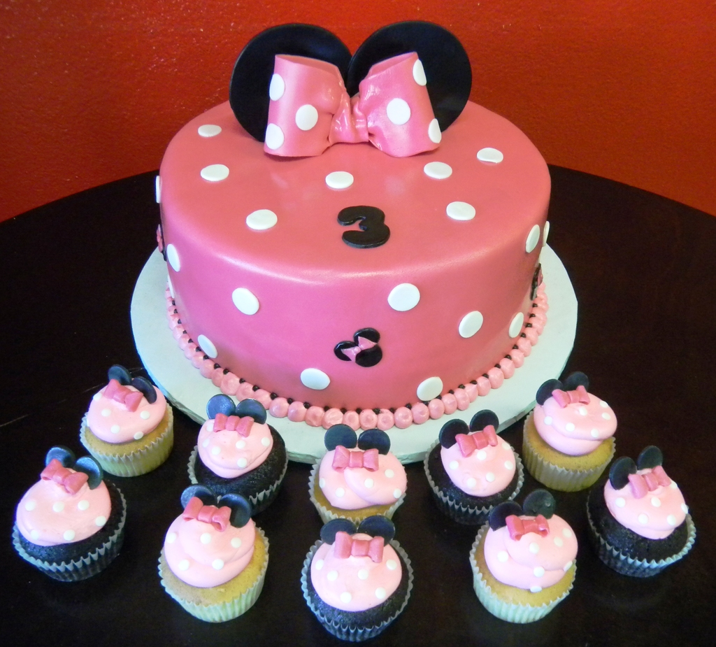 Pastry Palace Las Vegas Cake # 770 - Minnie & Minnie-ettes