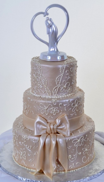 Pastry Palace Las Vegas - Wedding Cake 1098 - Ivory Gown