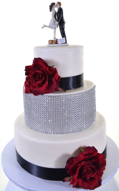 Pastry Palace Las Vegas Cake #1462 - Love Is In The Air