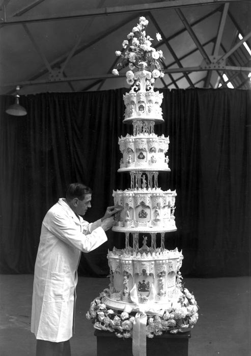 Queen Elizabeth's Wedding Cake